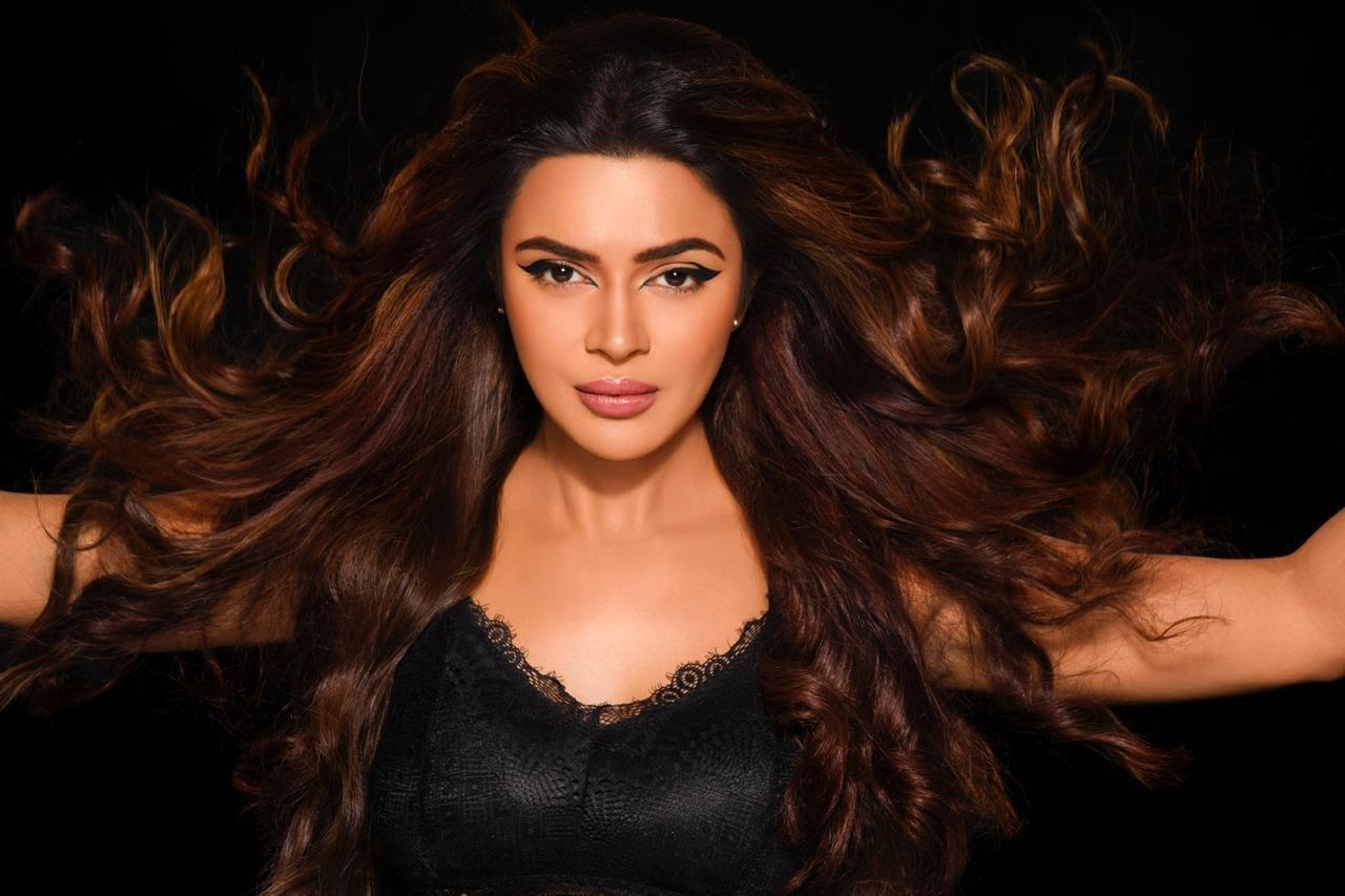 Renee Cosmetics - Aashka Goradia