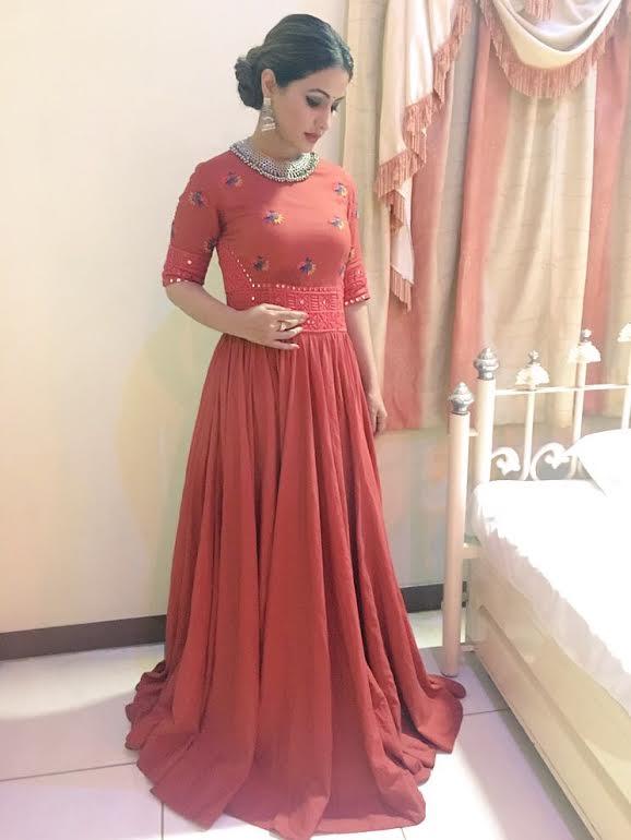 Tv Actress Hina Khan In Purvi Doshi S Outfit Zerokatta Silver