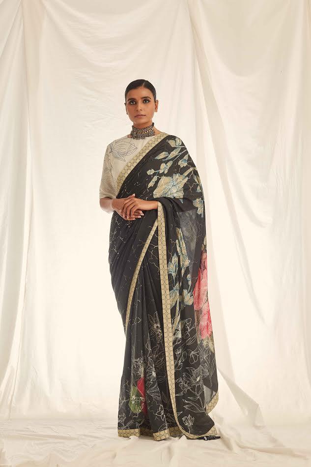 Model in Saundh Saree