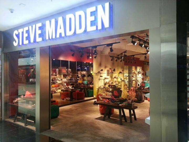 Steve Madden Steve Madden stores in Chicago - Hours, locations and phones Find here all the Steve Madden stores in Chicago. To access the details of the store (locations, store hours, website and current deals) click on the location or the store name.