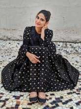 Aahana Kumra in @theancestrystore outfit and @pastelsandpop Jutti