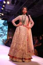 A model walks the ramp in ANMOL Jewellery & outfit by JADE at IIJW2017