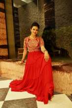 TV Celeb Divyanka Tripathi looks elegant in KALKI Fashion!