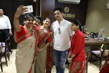 Household fame Karan Mehra aka Naitik pose for selfie with the staff of Manubhai Jewellers