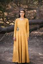 """HUES IN THE SUN""   Designer Purvi Doshi launches S